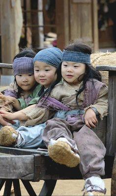 Song Triplets as cameos Korean Babies, Asian Babies, Cute Kids, Cute Babies, Song Il Gook, Triplet Babies, Superman Kids, Man Se, Song Triplets