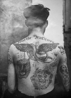Fig. 9. Laboratoire de police de Lyon, atelier photographique, tatoué de face et de dos, papier au gélatino-bromure d'argent, v. 1930, fonds Edmond Locard, coll. ENSP, Saint-Cyr-au-Mont-d'or.