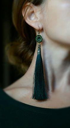 Dark Green Beaded Tassel Earring di YUrUnique su Etsy