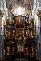 Ołtarz Główny w Świętej Lipce sfinansowany przez prymasa Teodora Potockiego; ołtarz główny z 1712-1714, dzieło Krzysztofa Peuckera. W ołtarzu głównym honorowe miejsce zajmuje obraz Matki Bożej namalowany w 1640 r. przez Bartłomieja Pensa. Obraz osłonięty jest srebrną sukienką wykonaną (1720) przez złotnika z Królewca Samuela Grew.