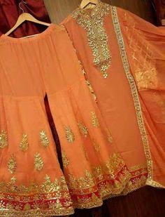 Fashion's New design Pakistani Mehndi Dress, Pakistani Dress Design, Pakistani Dresses, Indian Dresses, Indian Outfits, Mehendi Outfits, Fancy Dress Design, Stylish Dress Designs, Stylish Dresses