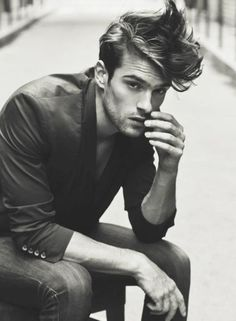 Messy Hairstyles are for those men who hate spending time in front of mirror all time. Here are 16 striking messy hairstyles for men that are stylish too.