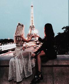 Best friends in Paris. paris photography with best friend paris photography bff paris photography Best Friend Pictures, Bff Pictures, Paris Pictures, Paris Photos, Travel Pictures, Travel Photos, Shooting Photo Amis, Paris Love, Paris Paris