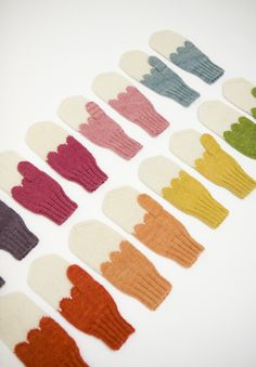 #mittens #gloves #wool #woolen #knit #knitted #knitting #colors #colours
