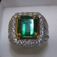 Code:JMD 674 Name:NATURAL EMERALD (BERYL) Weight:3,60 CARATS Measurement: 9,62 X 9,19 X 6,14 MM Shape:SQUARE Cutting Style:STEP CUT Colour:BLUISH GREEN Transparency:TRANSPARENT Clarity:MODERATE INCLUSION Phenomena: Origin:COLOMBIA Ring:GOLD + DIAMOND TOP QUALITY Comment:- TOP QUALITY....!!