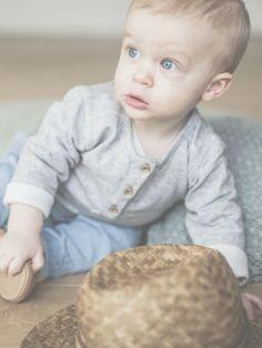 petit look bébé, avec notre pantalon AXEL en chambray