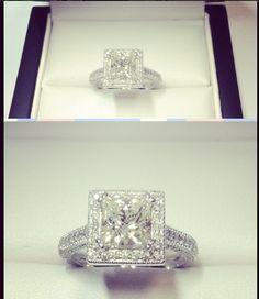 Stunning 1 carat Diamond Engagement Ring, 18k White Gold with shoulder stones.