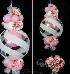 Linda idea de decoración con globos y flores
