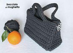 borsa realizzata a mano con fettuccia