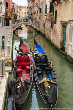 Venice: Two gorgeous gondolas in a canal in lovely Venice, Italy. Enjoy more beautiful photos and read the number one tip and visit romantic Venice in this blogpost: http://www.hauserfoto.com/blog/2016/5/the-number-one-tip-when-visiting-venice