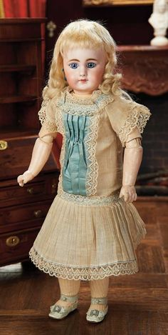 View Catalog Item - Theriault's Antique Doll Auctions--by Simon & Halbig