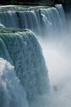✯ Niagara Falls, I have always wanted to go there. At one point in my life, Niagara Falls was my destination ''wedding'' idea.........  :)