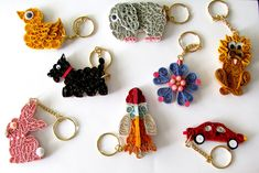 These keyrings have a wooden base to make the quilling more durable. Quilling Jewelry, Arte Quilling, Quilling Keychains, Paper Quilling Flowers, Origami And Quilling, Quilled Paper Art, Quilling Earrings, Quilling Paper Craft, Paper Crafts