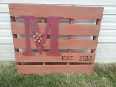 So many Pallets out front and John is doing nothing with them.... this is a cute idea for the garden