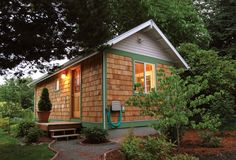Small Home Oregon's houses meet modular housing codes. From MOTHER EARTH NEWS magazine.