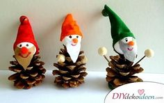 Making Christmas decorations with pine cones - DIY crafting ideas - making pixies Pine Cone Art, Pine Cone Crafts, Xmas Crafts, Diy And Crafts, Crafts For Kids, Pine Cones, Christmas Decorations To Make, Christmas Art, Christmas Presents
