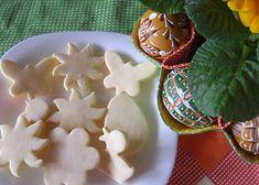 Žloutkové cukroví vykrajované recept - TopRecepty.cz Gingerbread Cookies, Christmas Cookies, Sugar, Desserts, Food, Gingerbread Cupcakes, Xmas Cookies, Tailgate Desserts, Deserts
