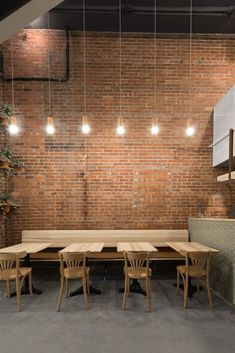 Cafe architecture and interior design, including coffee shops and small restaurants in towns, parks, concept stores, museums and delicatessens. Rustic Restaurant Interior, Brick Restaurant, Decoration Restaurant, Deco Restaurant, Restaurant Seating, Restaurant Interior Design, Shop Interior Design, Cafe Design, Restaurant Lighting