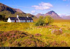 Black Rock Cottage Glencoe, Highlands, Scotland, UK. © KCphotography / Alamy Highlands Scotland, Scotland Uk, Self Catering Cottages, Photos Voyages, Black Rock, Photo Black, My Heritage, Tents, Edinburgh
