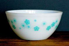Crown Pyrex: turquoise flower mixing bowl