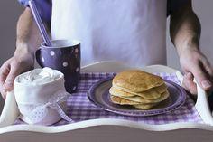 I pancakes sono un dolce americano tipicamente consumato per colazione che solitamente vengono accompagnati dallo sciroppo d'acero. Possono essere consumati sia in forma dolce che salata: accompagnati da sciroppo d'acero, confetture, burro, creme al cioccolato, burro d'arachidi, panna e frutta…