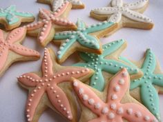 Starfish cookies add a fancy touch to any beach party. Galletas Cookies, Cute Cookies, Iced Cookies, Cookies Et Biscuits, Cupcake Cookies, Frosted Cookies, Fondant Cookies, Star Cookies, Fancy Cookies