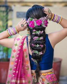 Hey Beautiful Bride-to-be! Want to know new hairstyles for indian wedding function? Here are best hairstyles for your mehndi, haldi & sangeet Latest Hairstyles For Ladies, Trendy Hairstyles, Braided Hairstyles, Medium Hairstyles, Bridal Hair Buns, Bridal Braids, Bridal Hairstyle, Homemade Hair Dye, Men Hair Color