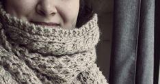Neulottu iso kaulahuivi on kuin lämmin halaus pakkasten keskellä. Tämä kaunis jättihuivi on neulottu osittain Novitan huppuhuivin ohjetta k... Iso, Diy And Crafts, Crochet, Fashion, Moda, Fashion Styles, Ganchillo, Crocheting, Fashion Illustrations