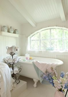 awesome 31 Cozy And Relaxing Farmhouse Bathroom Design Ideas