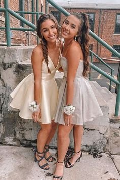 A-Line Spaghetti Straps Short Backless Yellow Homecoming dresses short Prom Dress Black, Yellow Homecoming Dresses, Short Graduation Dresses, Cute Prom Dresses, Pretty Dresses, Elegant Dresses, Homecoming Outfits, Wedding Dresses, Dress Prom