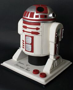 Awesome R2-M5 from Star Wars geek cake design