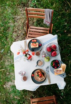 Breakfast between fields / Marta Greber Romantic Breakfast, Breakfast Set, Big Party, Party Time, Candy Recipes, Sweet Recipes, Dish Sets, Recipe Of The Day, Food Styling