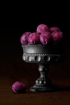 There's just something about this, just so traditional and almost vintage looking with the colour pop, with a slice of mystery. it's a gorgeous photo!! purple plums