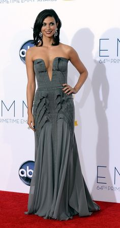 Brazilian Beauty Morena Baccarin nailed it in a dark grey multilayered Basil Soda mermaid gown topped off with dramatic David Webb drop earrings as well as her natural curly bob cut and glamorous make-up at the 2012 Emmy Awards. Beautiful Celebrities, Beautiful Actresses, Gorgeous Women, Beautiful People, Gorgeous Dress, Morena Baccarin Deadpool, Stunning Summer, Le Jolie, Jolie Photo