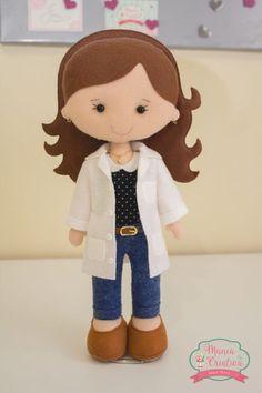 Moldes para hacer muñecas doctora en fieltro Doll Crafts, Diy Doll, Felt Doll Patterns, Felt Banner, Felt Fairy, Doll Maker, Baby Kind, Handmade Felt, Felt Toys