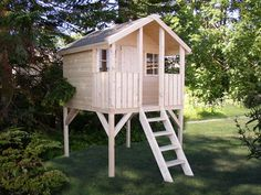 Kinder-Spielhaus Tree Chambers Kids Carlotta Stelzenhaus Holz Kinderspielhaus naturbelassen Sie erhalten das Kinderspielhaus naturbelassen. Eine Behandlung mit Holzschutzmitteln ist zu empfehlen. Zudem wird das Haus ohne Dachpappe geliefert. Sie sollten eine geeignete Dachpappe auf das Dach aufbringen.