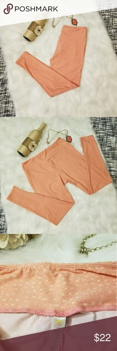 🌻🌺🌻LIKE NEW LULAROE PINK LEGGINGS!! LIKE NEW LULAROE PINK LEGGINGS!! Size tall and curvy. Worn once. No pulling! No flaws. Posh Ambassador, buy with confidence! Check out my other items to bundle and save on shipping! Offers accepted. I ship same or next day!   Inventory #PA4 LuLaRoe Pants Leggings