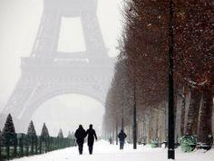 Snow in beautiful Paris