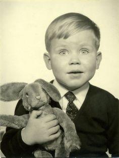 Precious little guy with his toy bunny Antique Photos, Vintage Photographs, Vintage Images, Vintage Photo Booths, Photos Booth, Love Photos, Mug Shots, Vintage Children, Little Boys