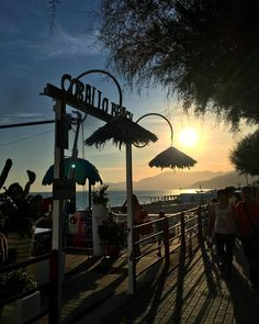 🍷🍷#bestoftheday #peak #peaks #landscape #gorgeous #morning #mornings #sea #skyline #sky☁ #food #foodporn #pizza #port #nature #naturalbeauty #natureza #nature_perfection #instanaturelovers #instanature #beautiful #beauty #amazing
