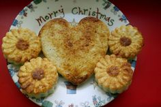 Budinca de cuscus cu mar si scortisoara   Deserts, Muffin, Food And Drink, Cookies, Breakfast, David, Crack Crackers, Morning Coffee, Biscuits