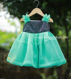 Baby Girl Dresses Diy, Baby Girl Frocks, Frocks For Girls, Children Dress, Kids Gown, Kids Frocks Design, Baby Frocks Designs, Kids Blouse Designs, Designs For Dresses