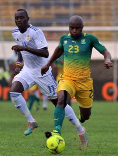 Bafana Bafana vs CAR | Tokelo Rantie  vies with Central African Republic's forward Franklin Anzite (L). | Photo: AFP PHOTO/ISSOUF SANOGO/Gallo Images / Sport24