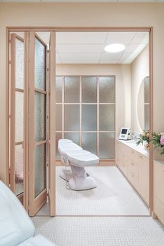 Veoli Clinic - Gdynia - Dobra Forma Clinic Interior Design, Spa Interior, Clinic Design, Home Beauty Salon, Beauty Salon Decor, Commercial Design, Commercial Interiors, Spa Room Decor, Esthetics Room
