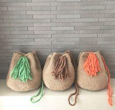 《受注生産》ベージュとグリーン 2wayショルダーバッグ 麻ひもとフックドゥ | ハンドメイドマーケット minne Crochet Beach Bags, Diy Crochet, Crochet Dolls, Crochet Baby, Crochet Purse Patterns, Crochet Clutch, Crochet Purses, Crochet Shoulder Bags, Diy Handbag