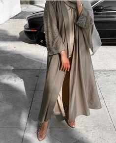 Modesty Fashion, Abaya Fashion, Muslim Fashion, Fashion Outfits, Mode Abaya, Mode Hijab, Abaya Designs Latest, Hijab Fashionista, Hijab Fashion Inspiration