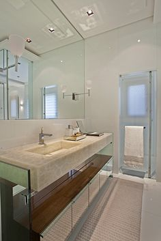 Projeto studio IB Bathroom Lighting, Vanity, Mirror, Furniture, Home Decor, Bathing, Log Projects, Bathroom Light Fittings, Dressing Tables