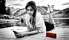 Compania Braven anunţă o nouă serie de boxe portabile care promit să facă echipă perfectă cu smartphone-ul tău. Acestea permit încărcarea unui alt gadget prin USB precum şi cuplarea prin Bluetooth la telefon, pentru a prelua apoi apeluri prin funcţia speakerphone.