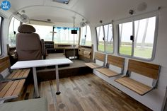 A 30 year old Airstream motorhome converted into a traveling/living office. Airstream Motorhome, Airstream Renovation, Airstream Remodel, Bus Interior, Airstream Interior, Mobile Living, Rv Living, Outdoor Living, Small Space Design