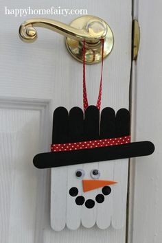 Popsicle Stick Snowman Door Hanger : Popsicle Stick Snowman Door Hanger is part of Snowman crafts Popsicle Sticks This little snowman door hanger is making our Happy Home's kitchen look so wintery! He is very easy to make the perfe - Christmas Crafts For Kids, Christmas Snowman, Christmas Projects, Holiday Crafts, Christmas Decorations, Christmas Ornaments, Spring Crafts, Christmas Trees, Holiday Decor